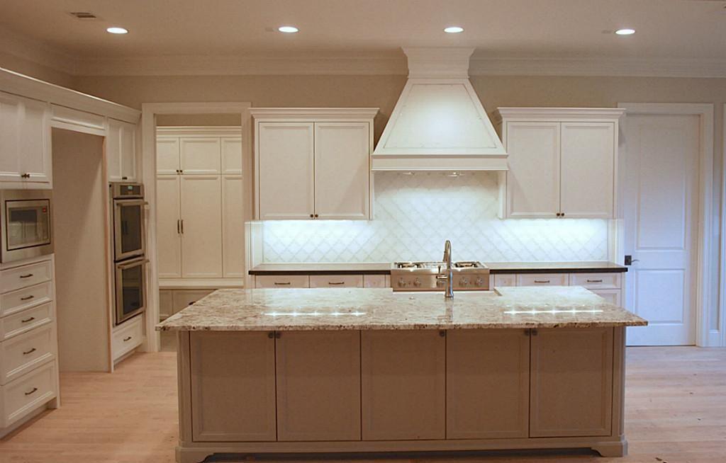 14010 Barryknoll Ln Houston, TX 77079: Photo Huge kitchen with high ...