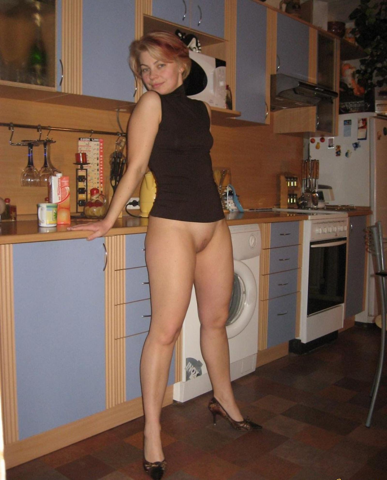 nude in the kitchen amateurs gifs