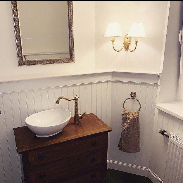 Beadboard De Wandverkleidung Auf Instagram Wir Lieben Dieses Badezimmer Was Fur Ein Wundervoller Wohn In 2020 Badezimmer Innenausstattung Wandverkleidung Wohnstile