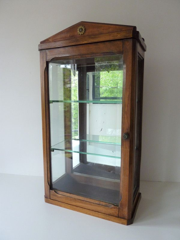 vitrine ancienne vintage furnitures vitrine vitrines. Black Bedroom Furniture Sets. Home Design Ideas