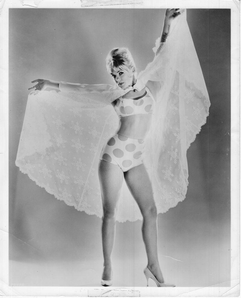 Polka Dot Bathing Beauty Sitting Figurine: Pin By Raymond Morley On Joey Heatherton