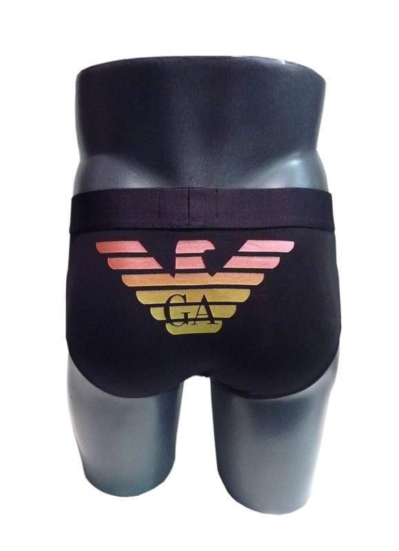 Slip Emporio Armani liso en negro con el logo del águila en la parte  trasera.