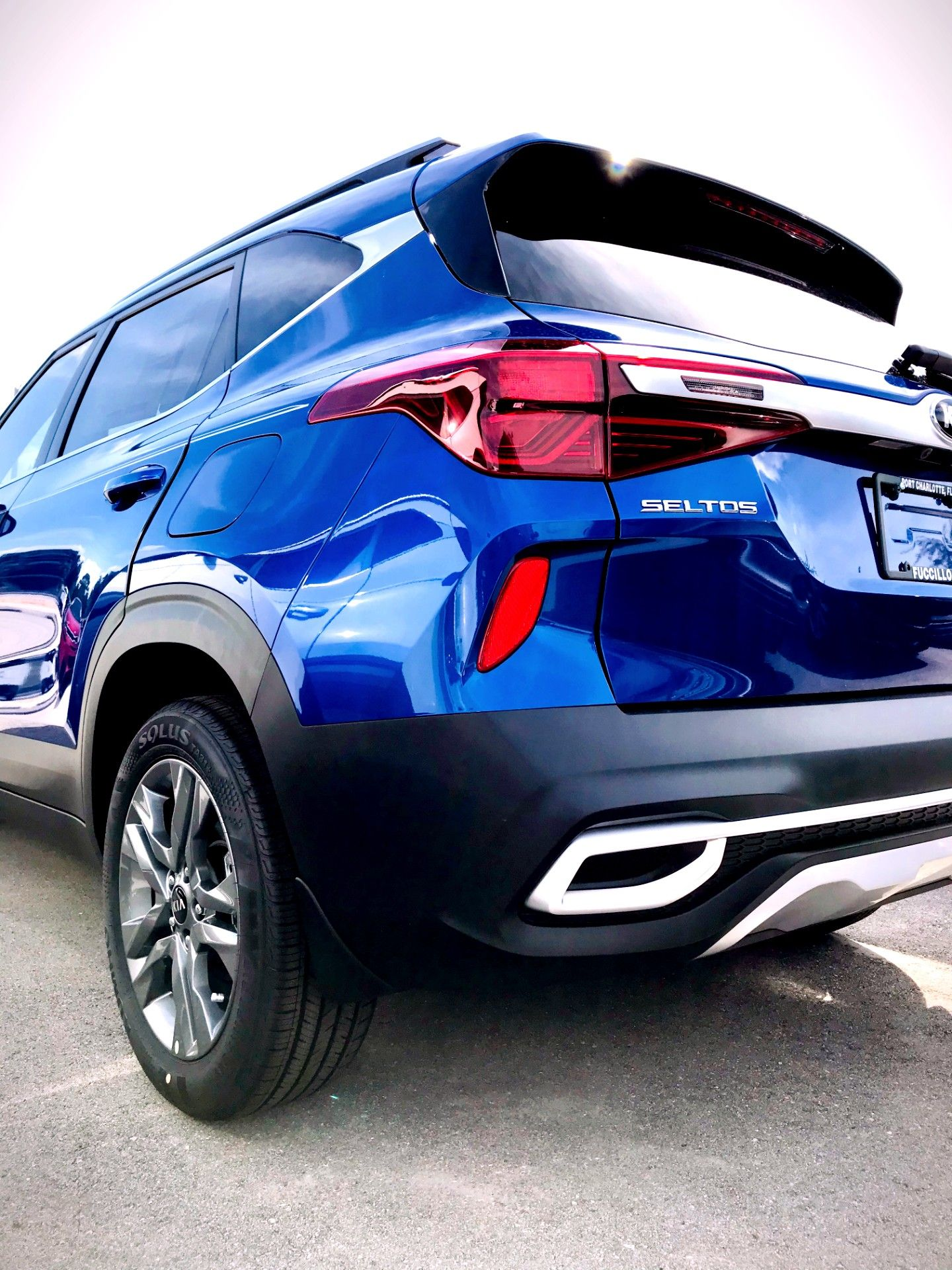 A beautifully designed crossover SUV from Kia continues to