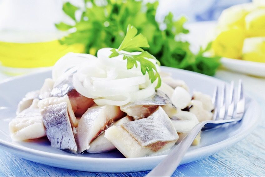 The Hirshon Jewish Pickled Herring With Onions In Sour Cream זויער העררינג Recipe Herring Recipes Food Jewish Recipes