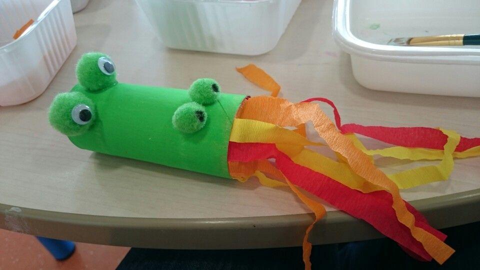 Dragon avec des rouleau de papier toilette bricolage for Deboucher toilette avec bouteille