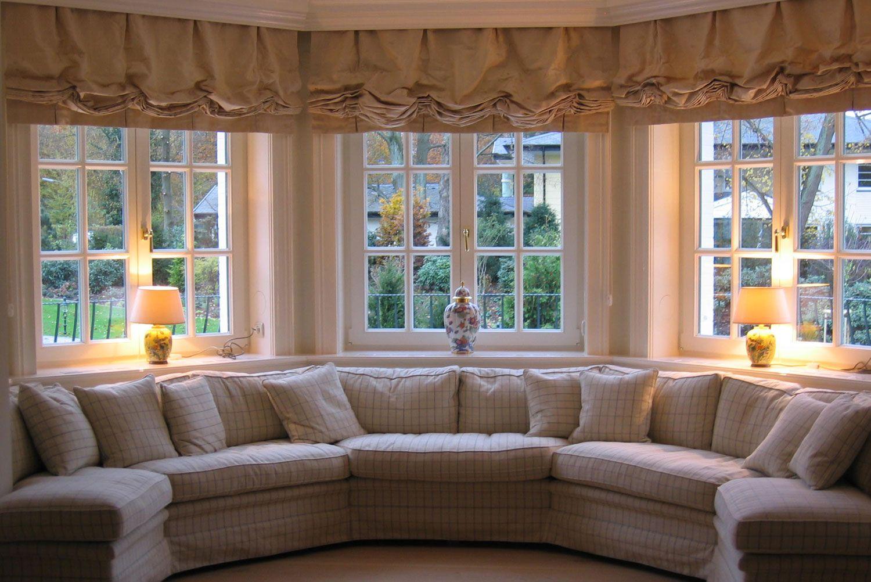 faltrollos raffrollos intra in mail nder raffrollos aus einem hellen karierten stoff mit. Black Bedroom Furniture Sets. Home Design Ideas