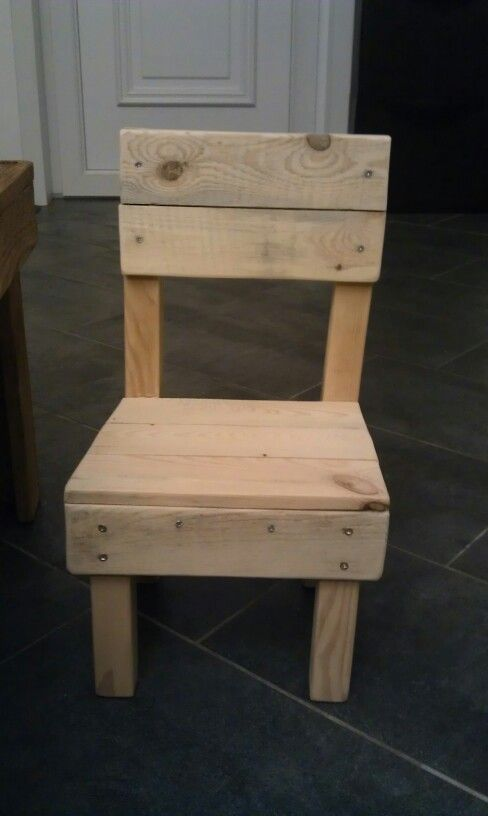 Chaise enfant diy bois de r cuperation palettes par les Chaise en bois de palette