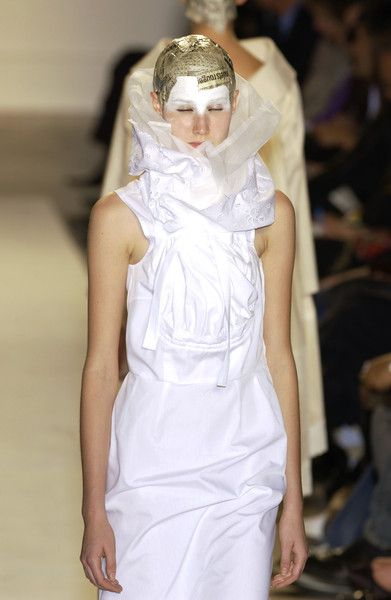 Comme des Garçons at Paris Fashion Week Spring 2002 - Runway Photos