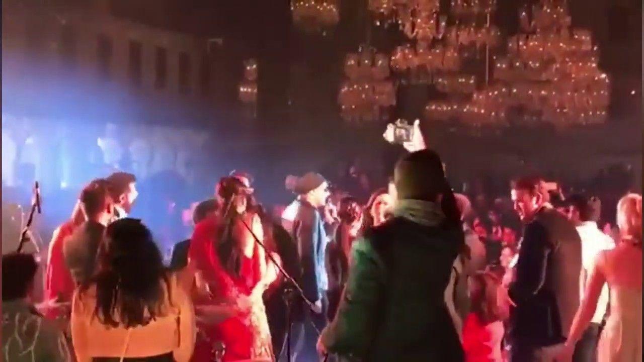Deepika Padukone Ranveer Singh Crazy Dance Youtube Ranveer Singh Deepika Padukone Dance