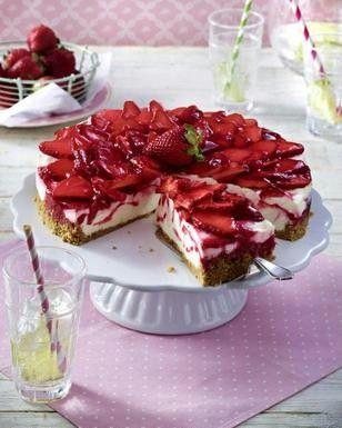 Das Rezept für Käsekuchen mit Erdbeeren  und weitere kostenlose Rezepte auf LECKER.de