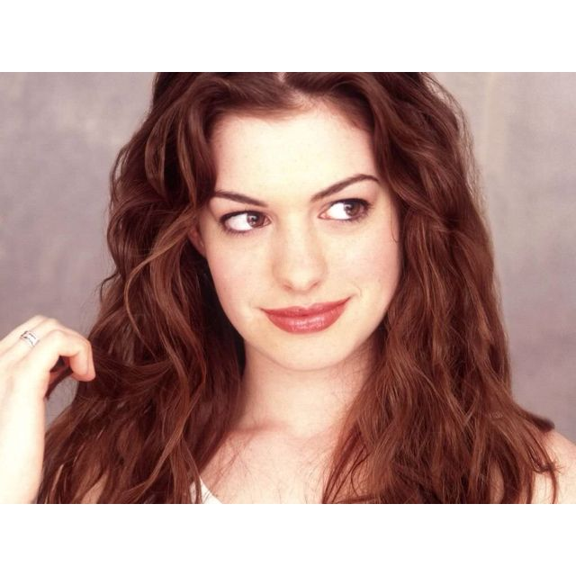 Anne Hathaway- (actress And Singer) Ella Enchanted, Les