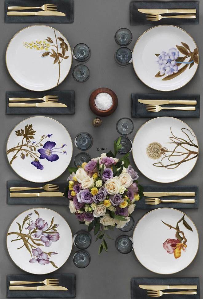 Ret Vild Med Disse Tallerkner Fra Royal Copenhagen Dining Table Decor Beautiful Table Settings Table Decorations