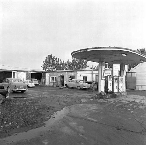 Trondheim i Sør-Trøndelag fylke. Vollabakken 1972: BP-stasjonen her forsvant på 90-tallet og ble erstattet av boliger.Foto: KLAUS FORBREGD (UBiT)