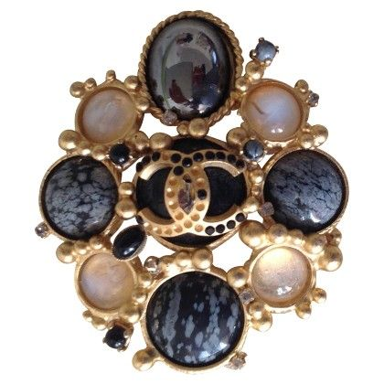 Chanel Vintage Brooch Buy Second Hand Chanel Vintage Brooch Of Verified Quality For 850 00 In The Rebelle Designer Second Hand On Bizhuteriya Shanel Ukrasheniya
