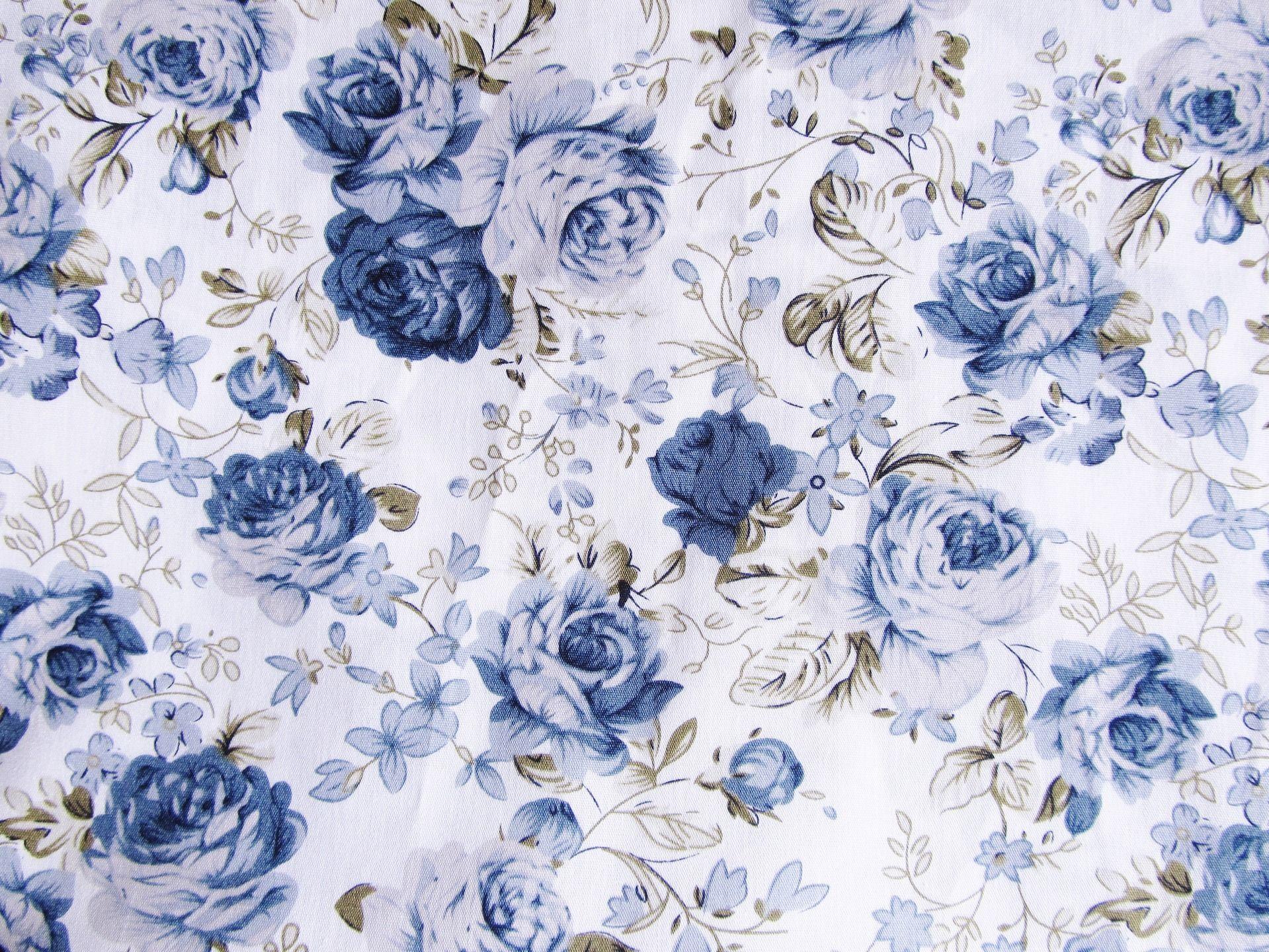 tissu fleuri bleu en coton fond blanc 50 x 45 cm tissus pour patchwork par une histoire de. Black Bedroom Furniture Sets. Home Design Ideas