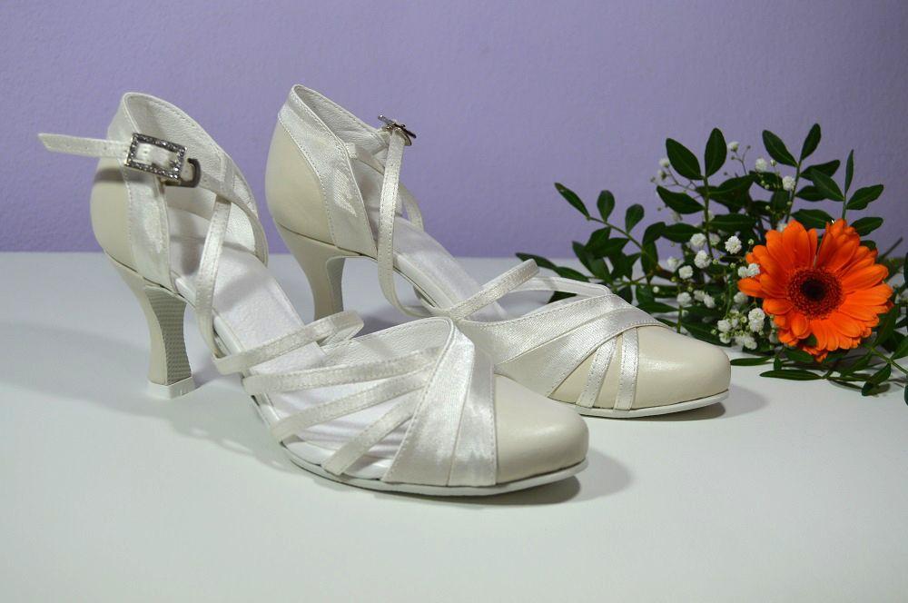 Svadobné topánky - slonová kosť - Ivory kombinácia pravej kože a saténu. svatební  obuv 968223b493