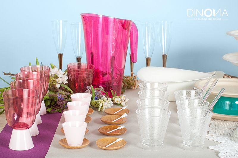 d coration de table pour un mariage boh me un buffet de mariage avec de la vaisselle jetable. Black Bedroom Furniture Sets. Home Design Ideas