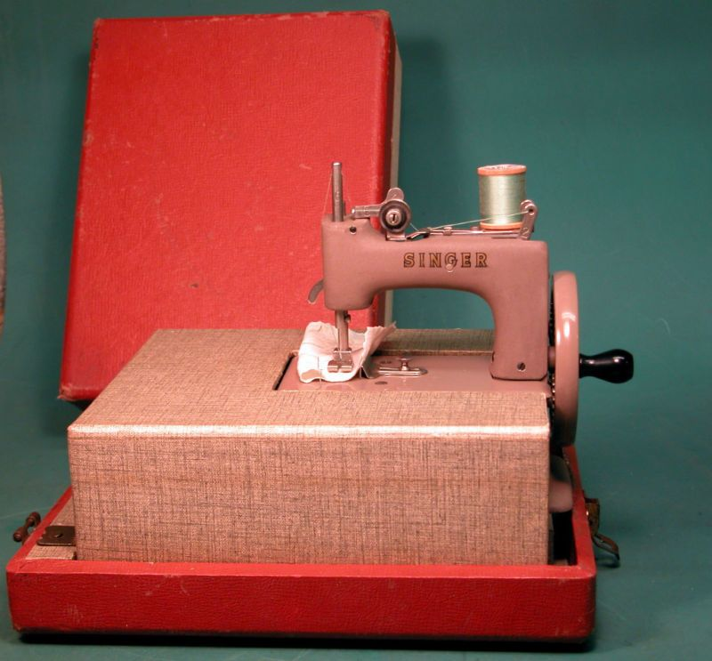 Details About Vintage Singer Sewing Machine With Case