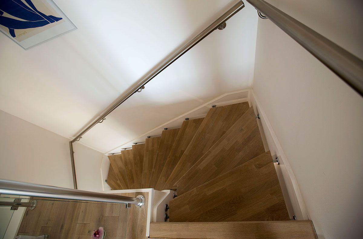 Passion Bois concernant escalier en chêne suspendu et sa main courante inox réalisé par