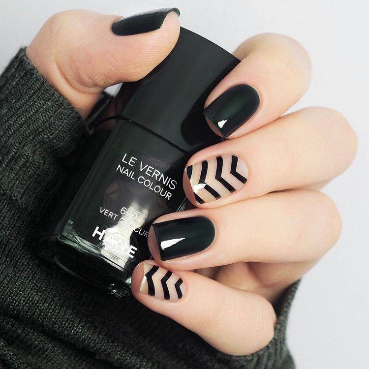 Beautiful black pure color with stripped pattern fake nails Japanese ...