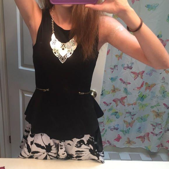 Cute black top MAKE AN OFFER B Jewel Tops