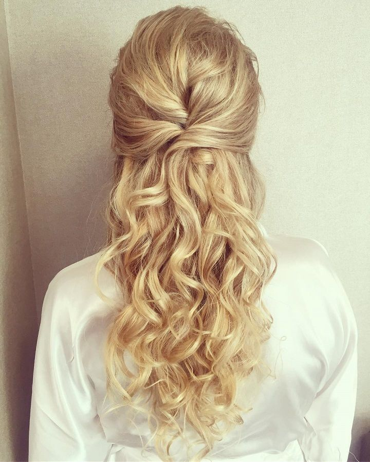Prettiest Half Up And Half Down Hairstyle For Romantic Brides Bridesmaid Hair Long Half Up Hair Wedding Hairstyles Half Up Half Down