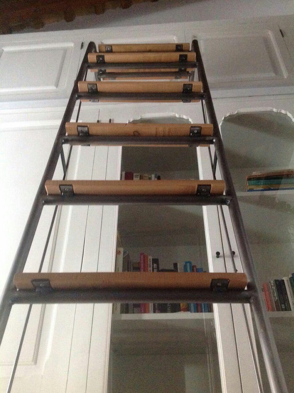 Escalera m vil en hierro y madera de haya y largueros de for Escaleras para altillo
