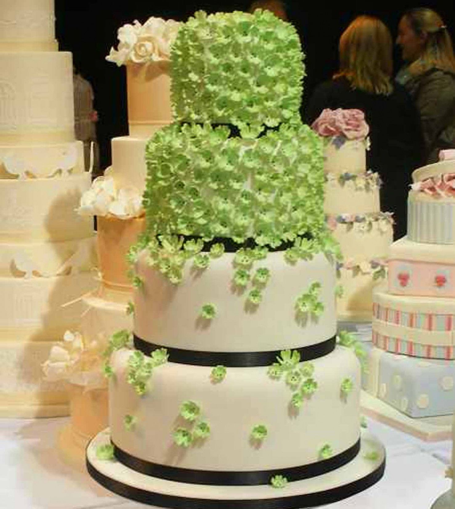Spring wedding arch layer cakes in wedding decoration