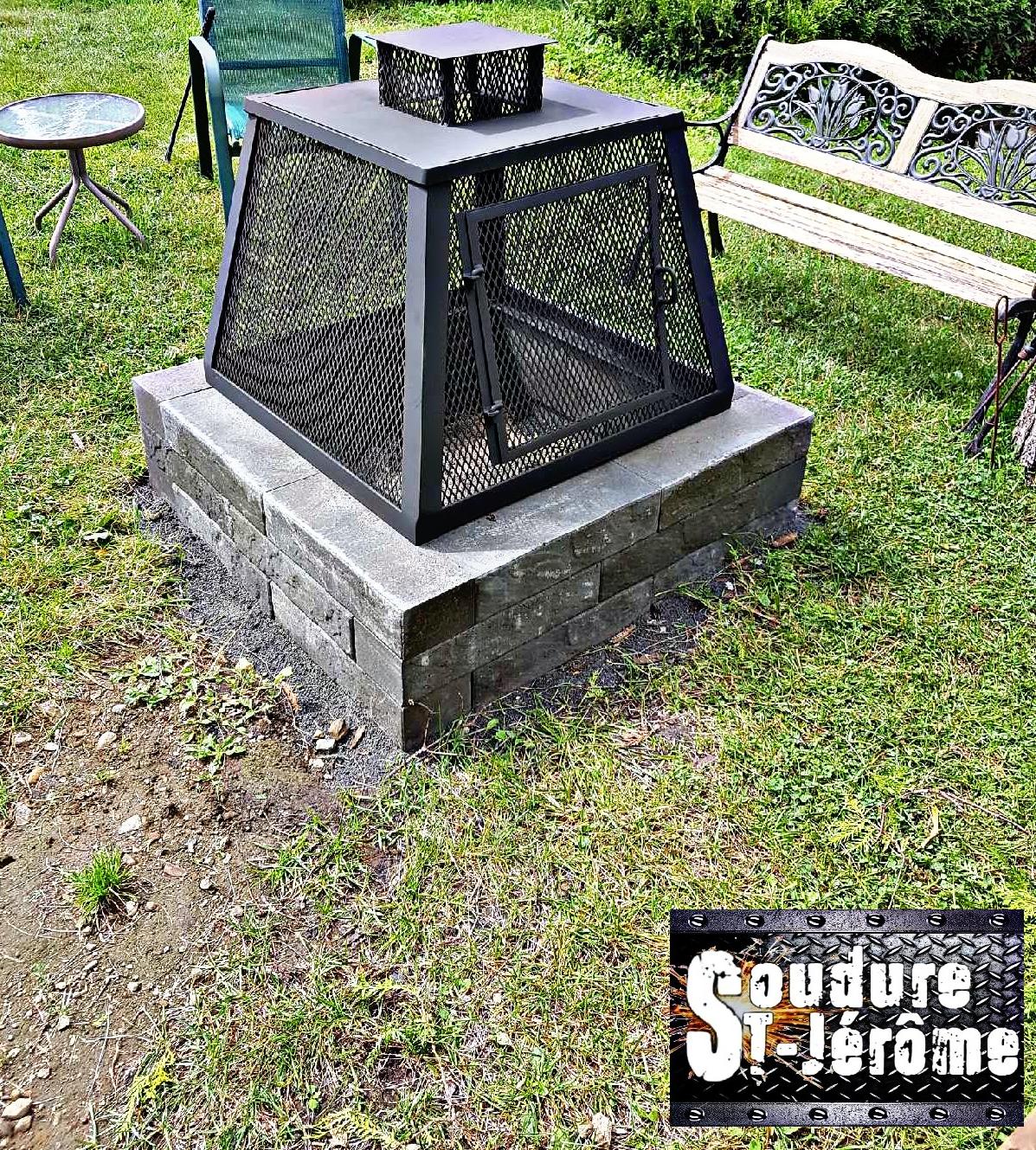 Foyer Exterieur Sur Socle De Brique 4 Faces Grillages Avec Petite Cheminees Patio Fire Pit Outdoor Ottoman
