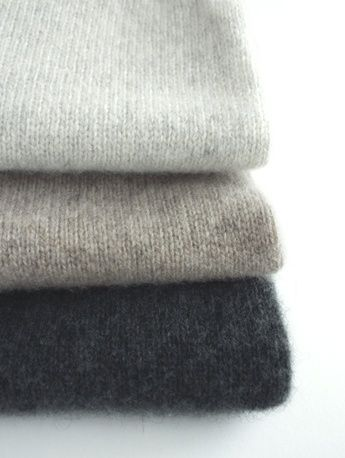 Color story: grey, taupe, antracyte grey casual top, minimal chic