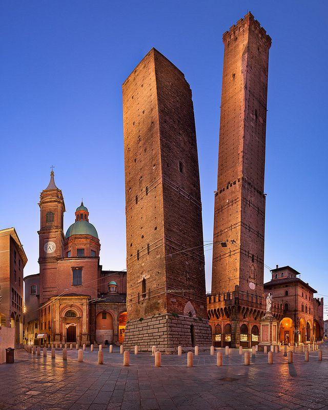 Two Towers and Chiesa di San Bartolomeo in the Morning, Bologna, Emilia-Romagna, Italy [OC] [1638x2048]