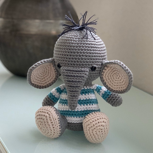 Amigurumi pattern - Lucy the Elephant - crochet elephant - amigurumi elephant - 3 languages