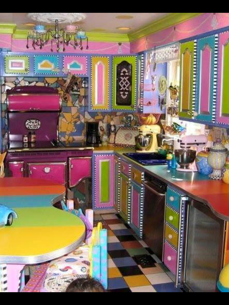 Wow..warna yang berani.. #funkyhomedecordiy  Kitchen design color