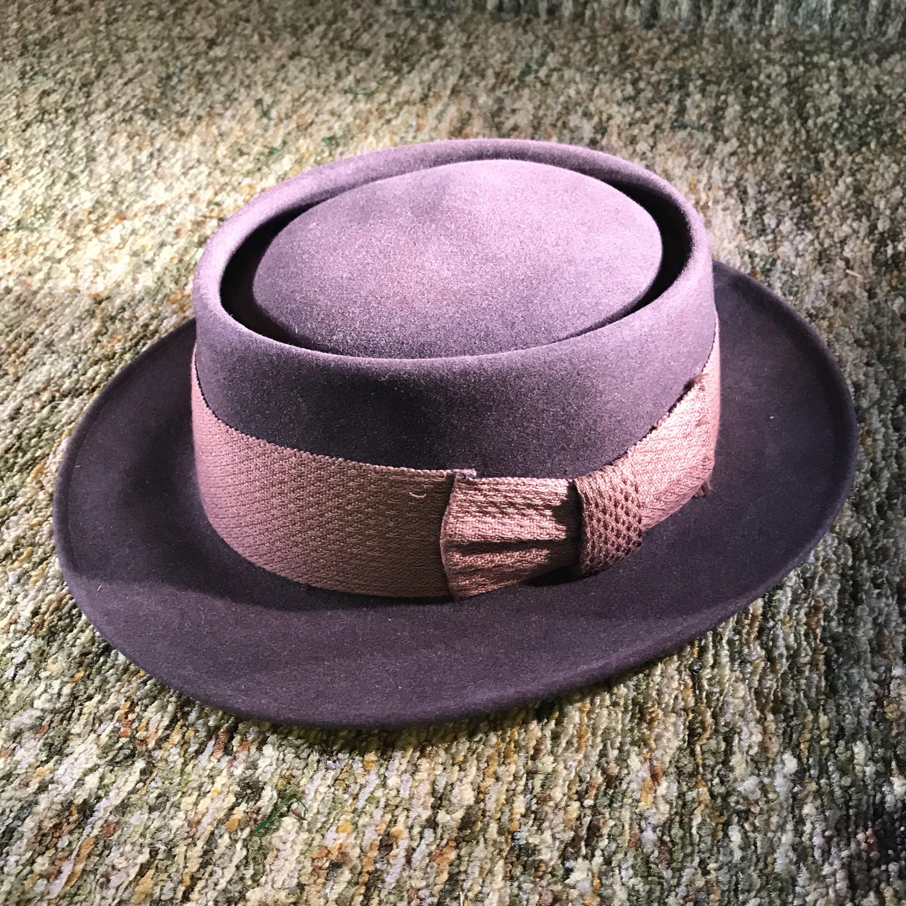 6b3622fb8f449 Hat Fedora Vintage 1950 s Dobbs Fifth Avenue Hat Box Brown Felt Fedora with  Two Toned Brown Bow Band Engraved  Klopfenstien s and Game Bird by ...