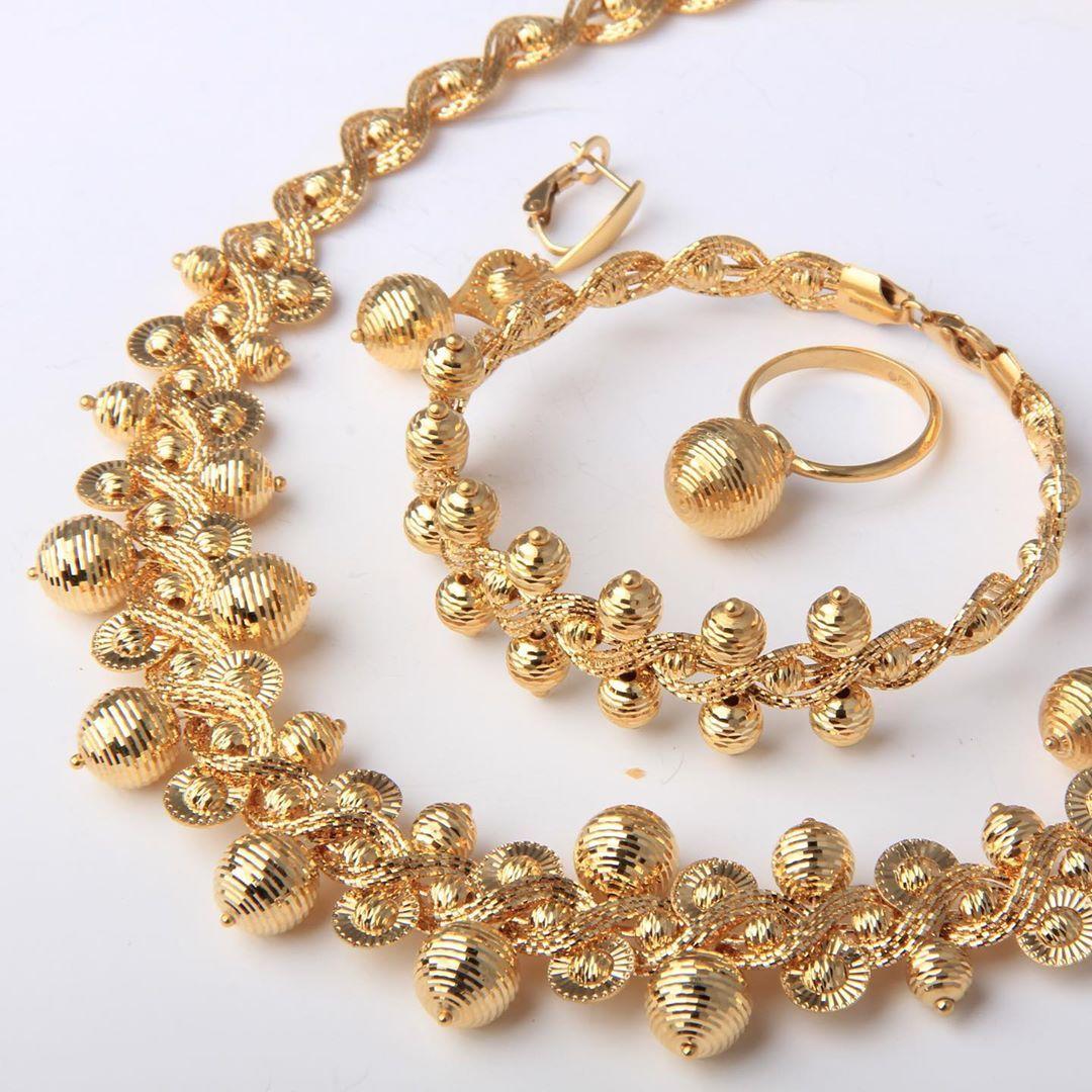 طقم عنقود العنب من ماسة دوريكا كولكشن ذهب صافي عيار ٢١ يوجد شحن الى جميع انحاء العالم للطلب و التسعير او الأستفسار ير Gold Bracelet Jewelry Gold