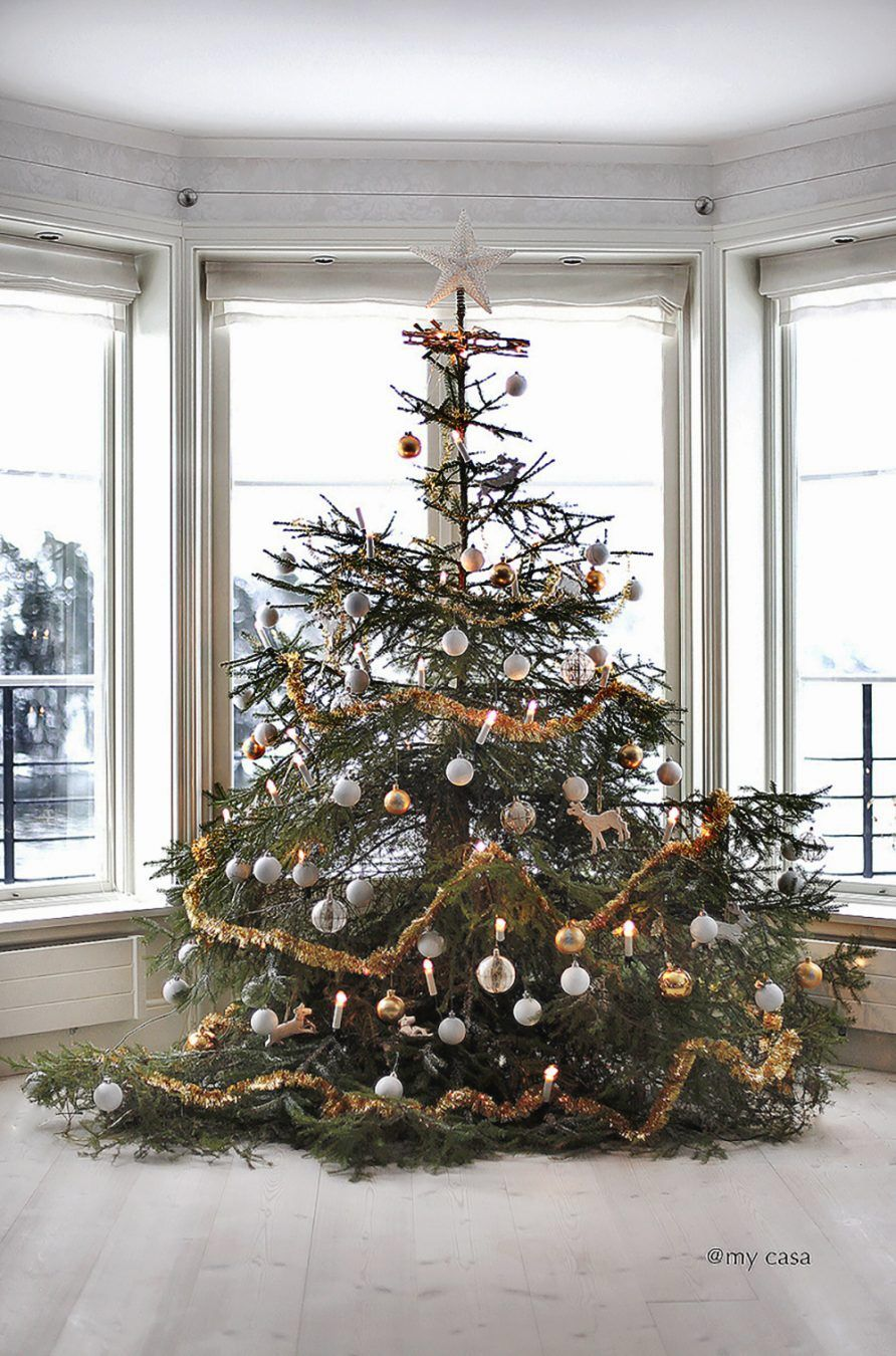 Fem tips att klä julgranen och vårt hem i julskrud i Allt i Hemmet!