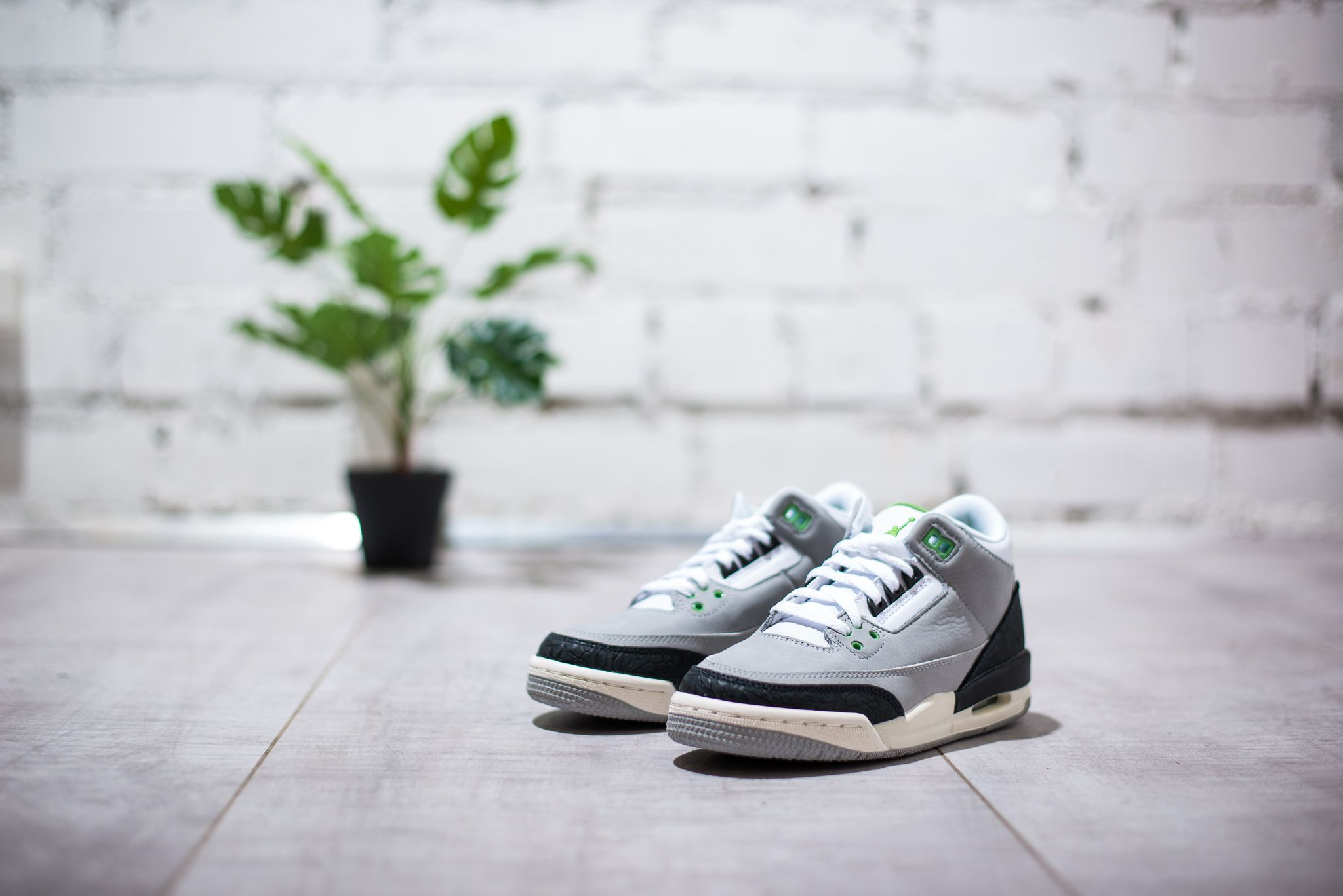 730f64b686480e Air Jordan 3 Retro Chlorophyll sneakers