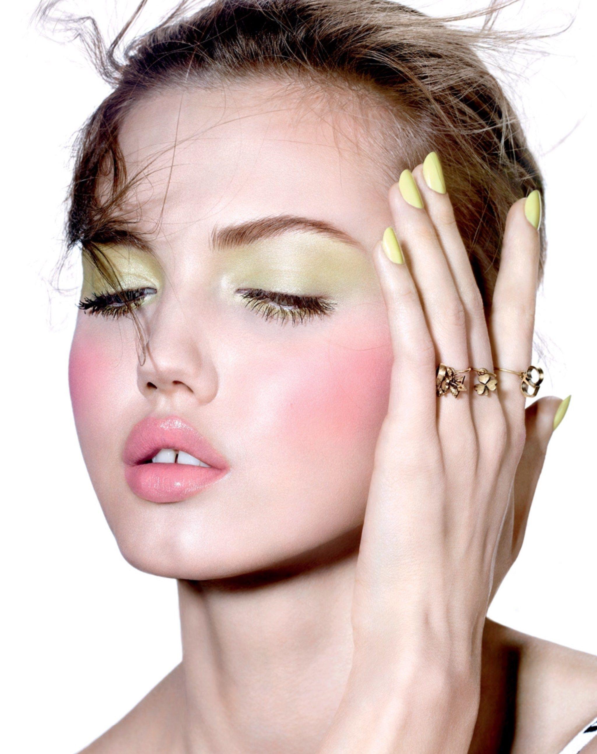 Lindsey Wixson Pastel makeup, Lindsey wixson, Pink lips