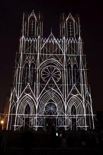 800 Ans De La Cathedrale De Reims Son Et Lumiere Sur La Facade De Reims Cathedrale Eglise Cathedrale Reims