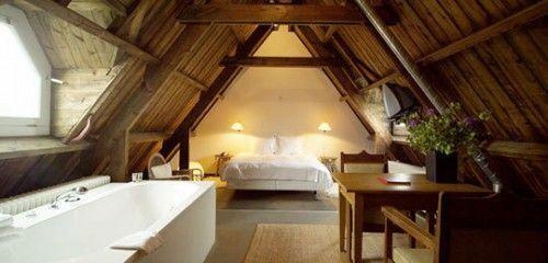 Łazienka na poddaszu połączona z sypialnią