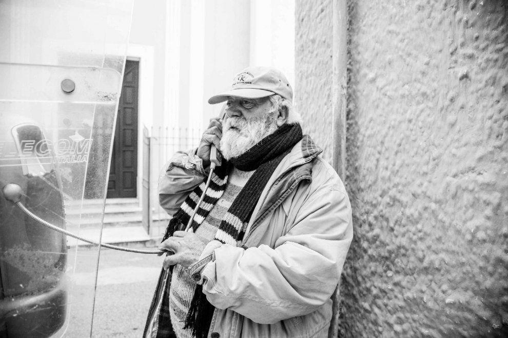 Cabina Telefonica : Romantica per salvare lultima cabina telefonica di ischia