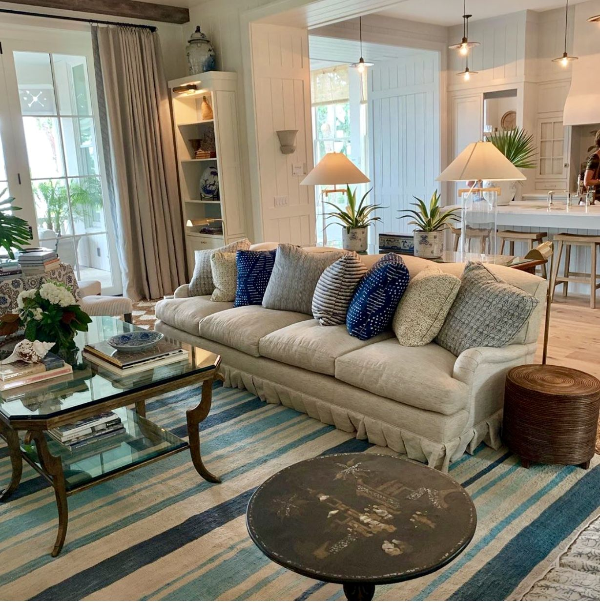 God's | Southern living homes, Living room decor apartment ...