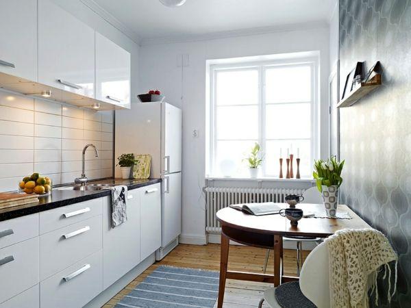 weiße-kleine-küche-einrichten-mit-einem-holztisch   Wohnzimmer ...