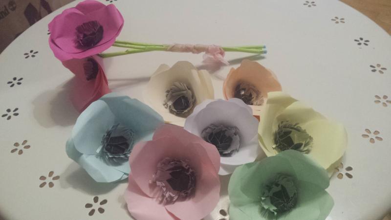 Kwiaty Z Papieru Jak Samodzielnie Wykonac Kolorowe Anemony Dla Babci Lub Dziadka