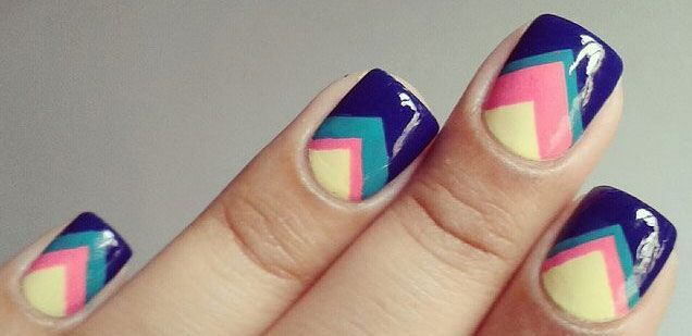 Cómo pintarse las uñas bien: Guía paso a paso, uñas cortas pico.  Más unasdecoradas.club! #decoraciondeuñas #acrylicnails #uñasfinas
