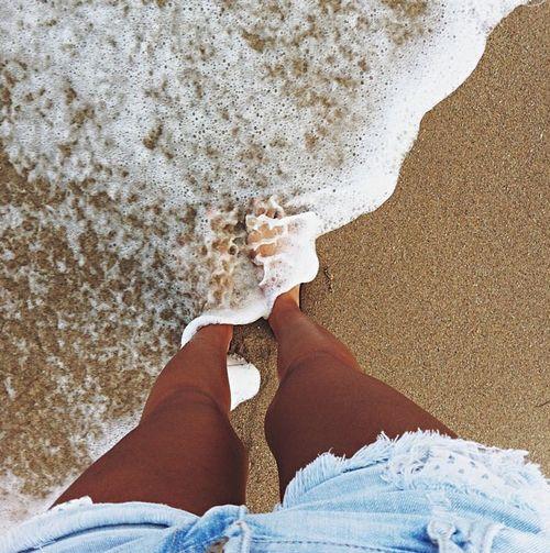 Výsledek obrázku pro beach feet tumblr