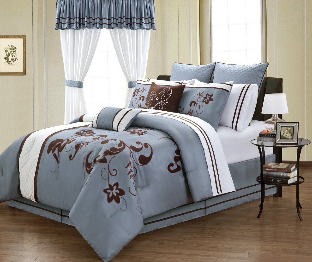 Bedding sets for women - 24 Pieces Blue And White With Brown Embroidery Floral Comforter Sheet Window Set Bed In A Bag King Size Bedding Ensemble