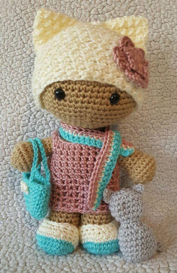 Muñeca de cabeza grande de Kitty de ganchillo por DesignsbyBBB