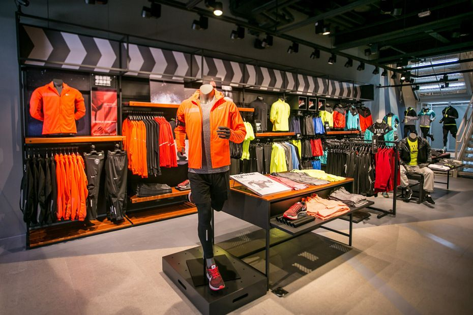 微笑逢甲 Nike 台中旗艦店開幕 | Store design interior, Clothing ...