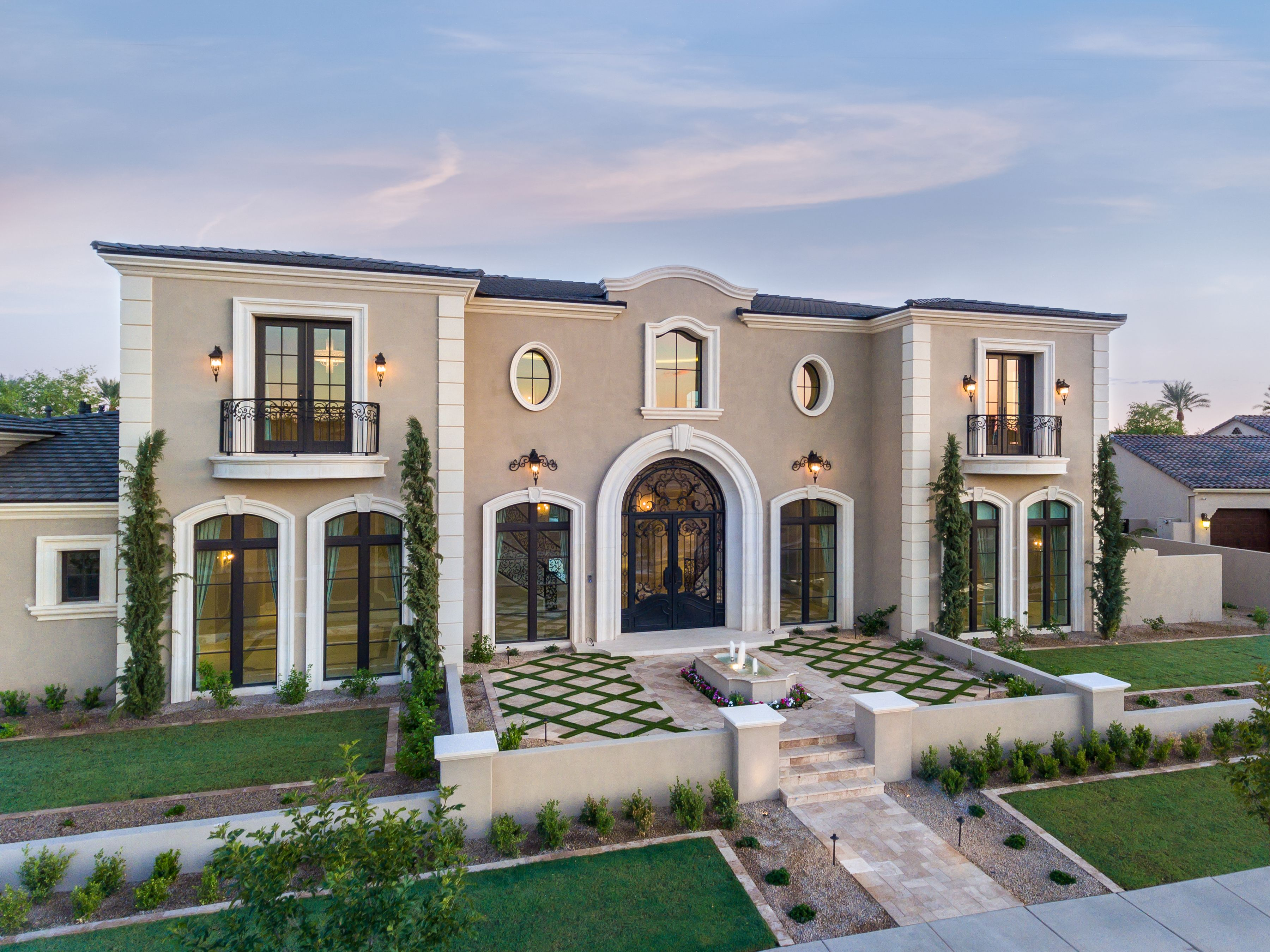 World Renowned Luxury Home Builder Fratantoni Luxury Estates Built This Beautiful Home Mediterranean Style Homes Modern Mediterranean Homes Mediterranean Homes